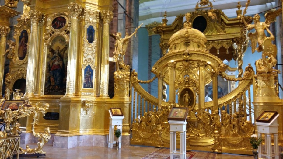 Inside Peter and Paul Cathedral with magnificent splendor in marble and gold